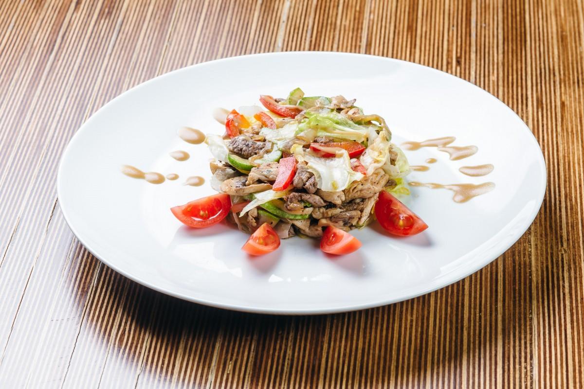 Салат с морепродуктами в домашних условиях